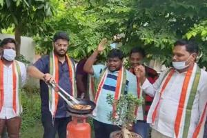 Watch Andhra Cong cadre fry Twitter bird to protest action against Rahul Gandhi