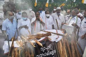 Mock funeral pyre to sand sadhya Thiruvananthapuram sees protests on Onam day