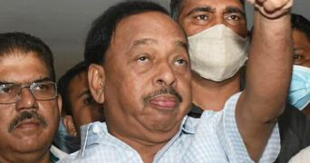 Naryan Rane giving a thumbs up during an interaction with the press
